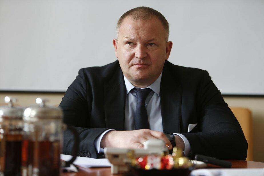 Вице-мэр Мельников ходит на работу пешком и фотографирует мусор - Новости Калининграда