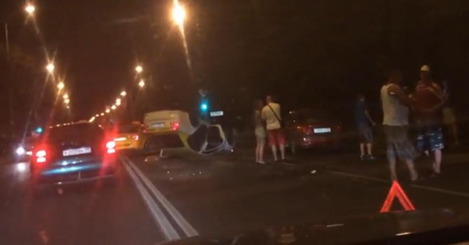 На улице Невского перевернулось такси - Новости Калининграда