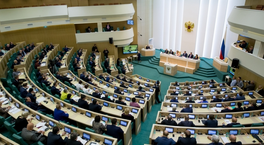 Рынок акций РФ сохранил позитивный импульс на новости из Совфеда - Новости Калининграда