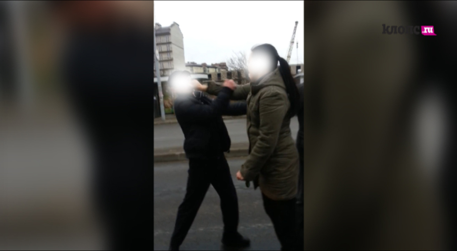 Калининградская автомобилистка подралась с пешеходами (видео) - Новости Калининграда