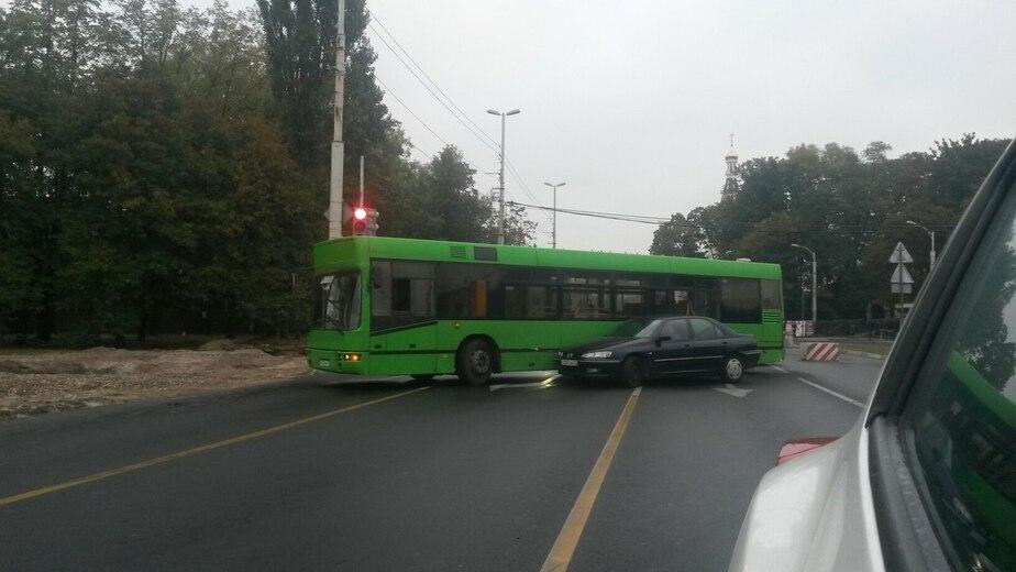 Улица Невского парализована из-за аварии автобуса с машиной - Новости Калининграда