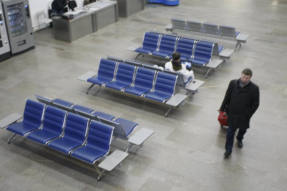 """В """"Храброво"""" пассажиропоток на международных рейсах за год сократился вдвое"""
