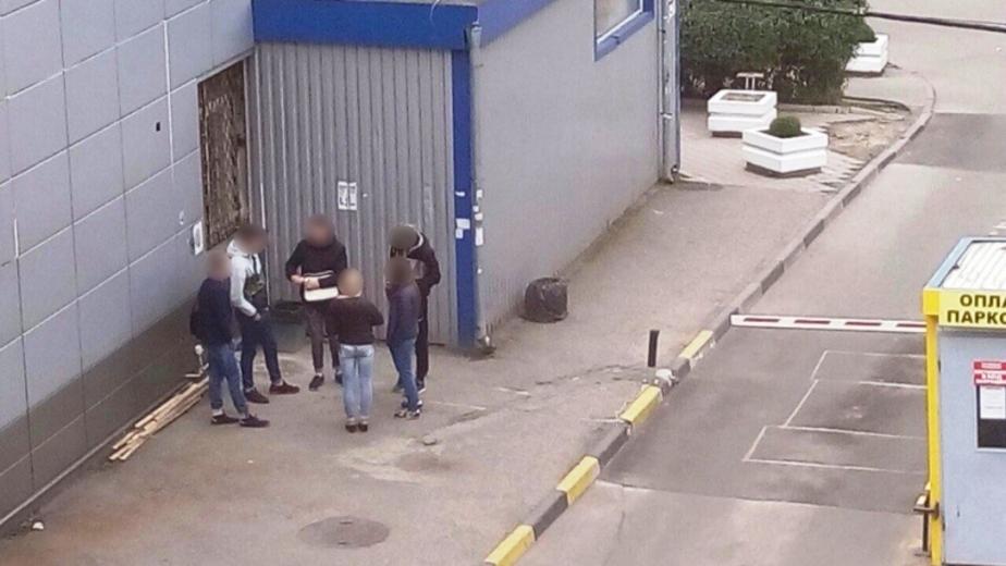 Полицейские занялись отловом студентов, курящих в общественных местах  - Новости Калининграда