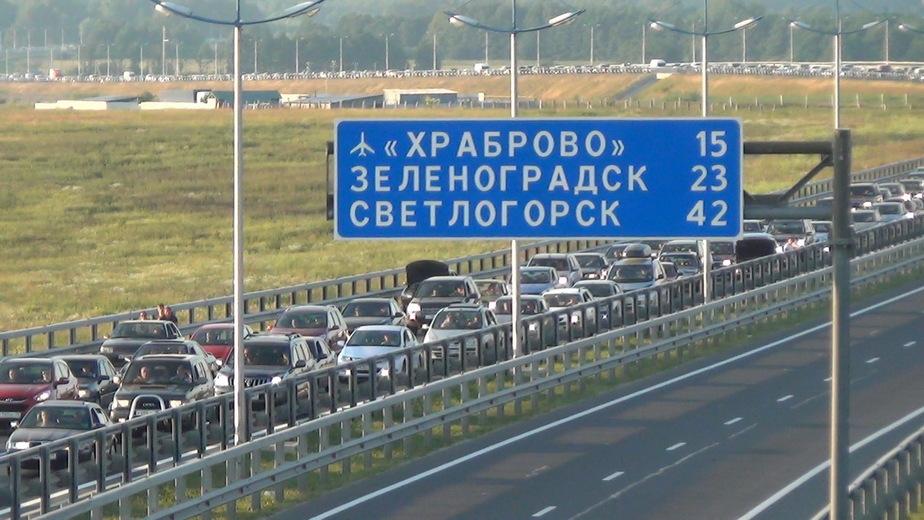 На выходных инспекторам ДПС приходилось пешком добираться до аварий на приморских трассах - Новости Калининграда