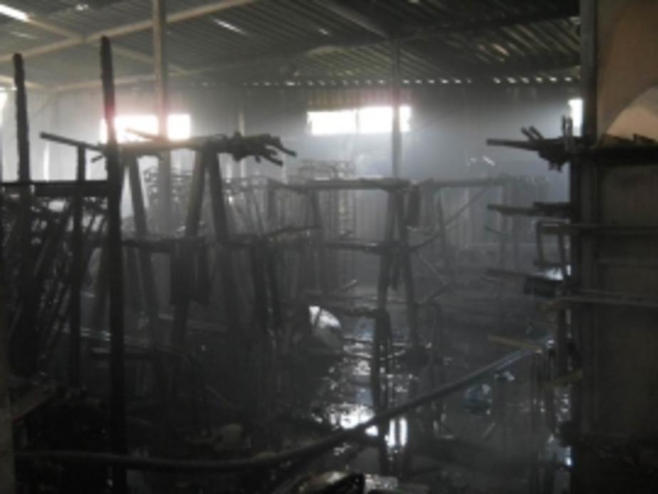 Мебельный склад на ул. Дзержинского тушили четыре часа - Новости Калининграда