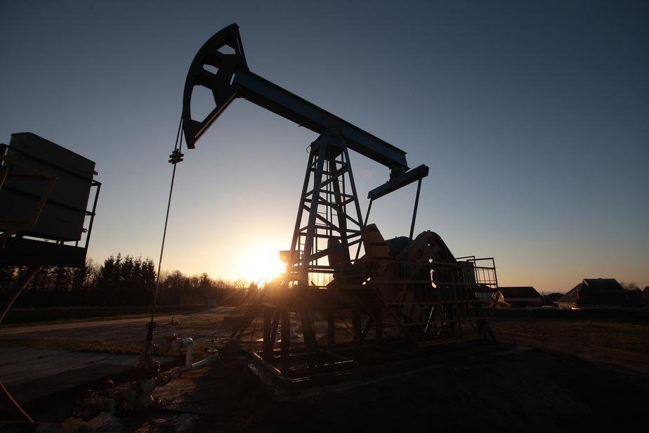 Нефть опускалась ниже 27 долларов за баррель