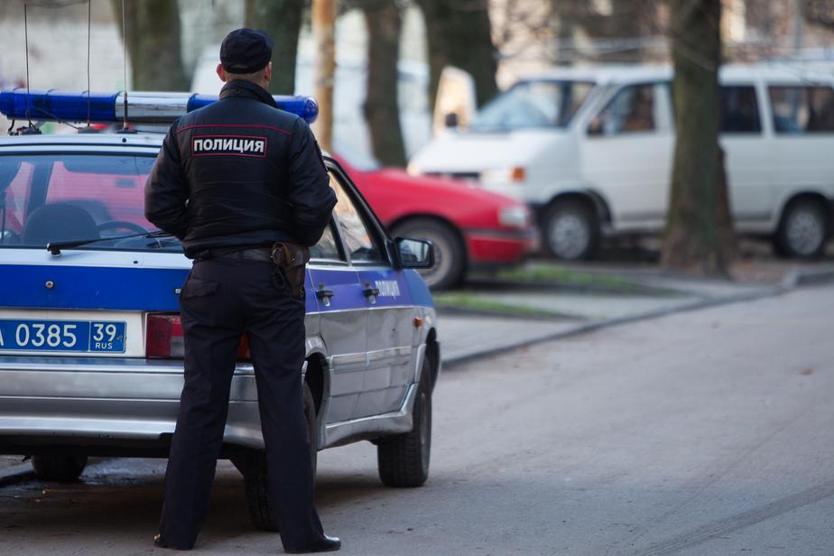 Жителей Пионерского напугала подозрительная сумка на остановке - Новости Калининграда
