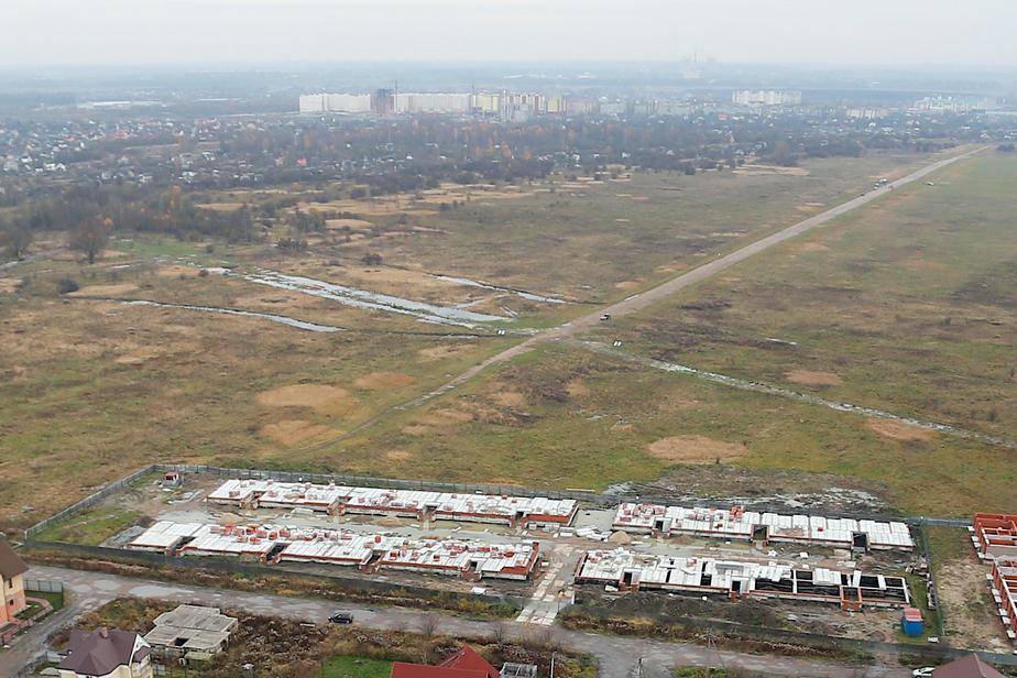 Возле аэродрома Девау для футбольных болельщиков к 2018 году построят парковку - Новости Калининграда