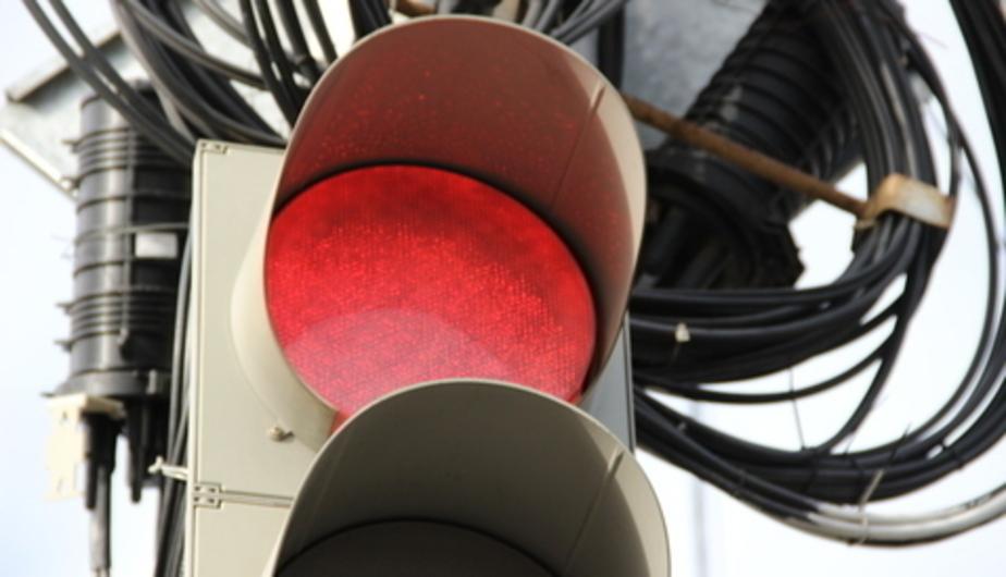На перекрёстке улиц 9 Апреля и Нерчинской появился временный светофор - Новости Калининграда