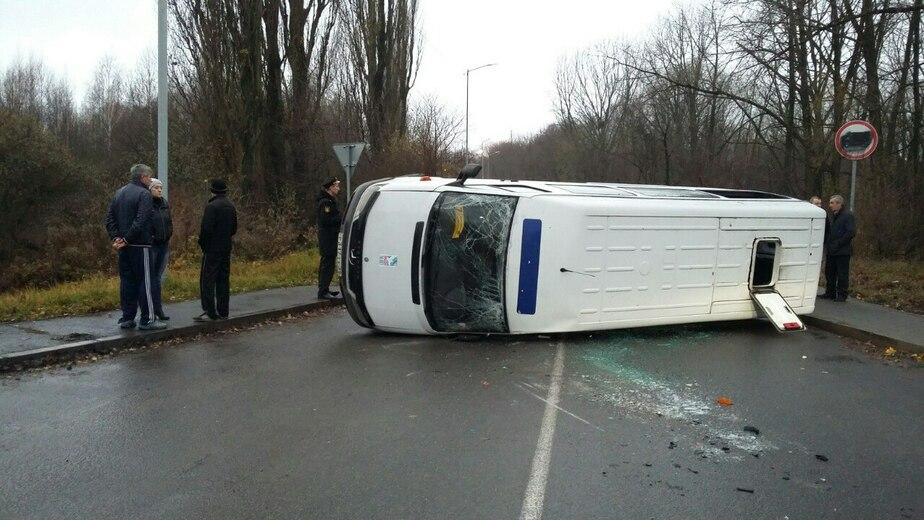 В перевернувшейся под Балтийском маршрутке пострадали 4 пассажира - Новости Калининграда