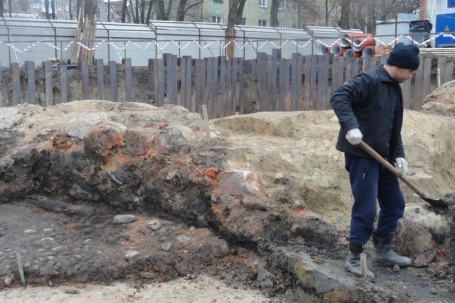 В Калининграде археологи нашли монеты 18-го века и курительные трубки на месте старинного трактира