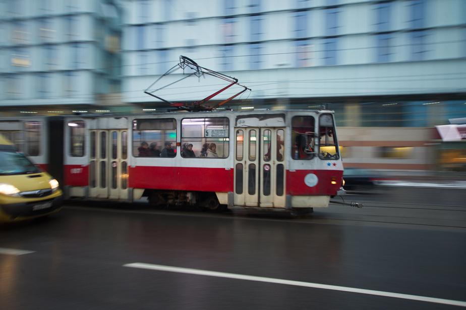 В Калининграде на улице Тельмана демонтируют трамвайные рельсы - Новости Калининграда