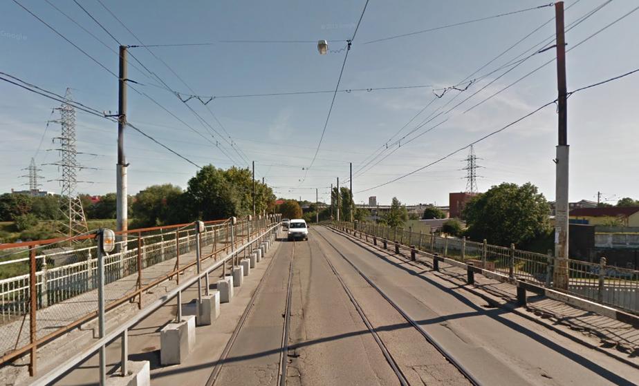 На мосту на ул. Суворова до сих пор работает одна полоса