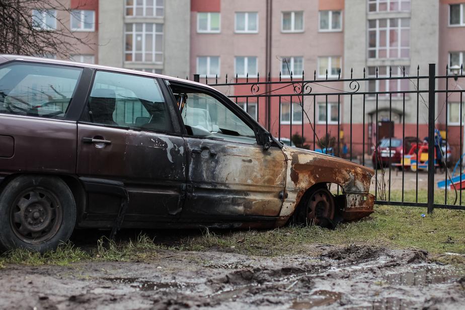 """В Калининграде сгорел """"Опель"""", повреждены стоящие рядом автомобили - Новости Калининграда"""