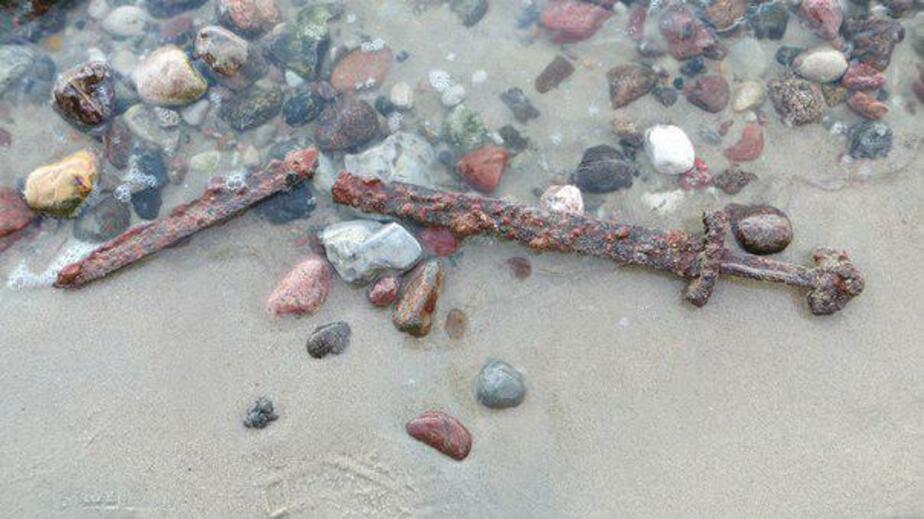 Калининградец нашёл на берегу Калининградского залива меч 10-го века