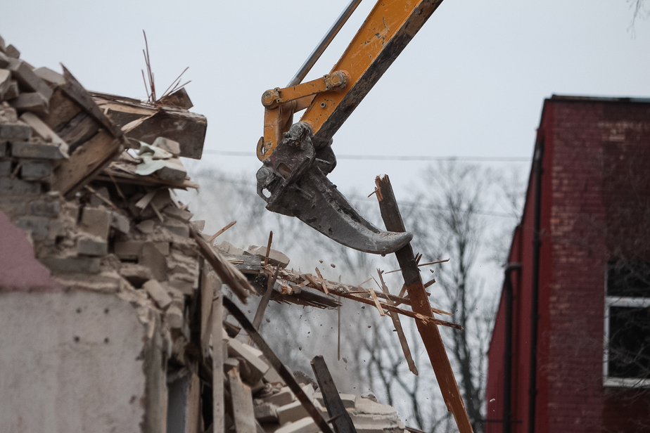 В Калининграде теперь могут сносить самовольные постройки без решения суда