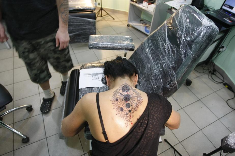 Единорог, внутренности и цветочки: какие татуировки выбирают калининградки  - Новости Калининграда