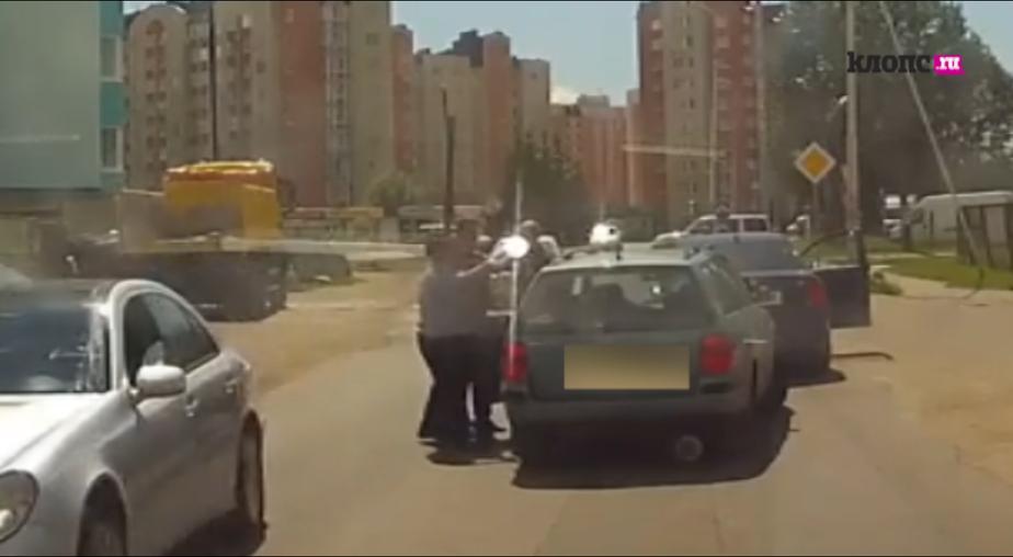 В Калининграде подрались водители двух автомобилей (видео) - Новости Калининграда