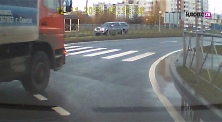 """""""Водитель, ты… судак"""": как нельзя ездить по перекрёсткам с круговым движением"""