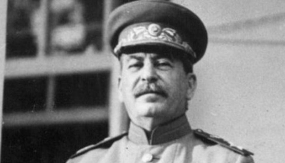 В Калининграде память Сталина почтят возложением гвоздик к памятнику 1200 гвардейцам - Новости Калининграда