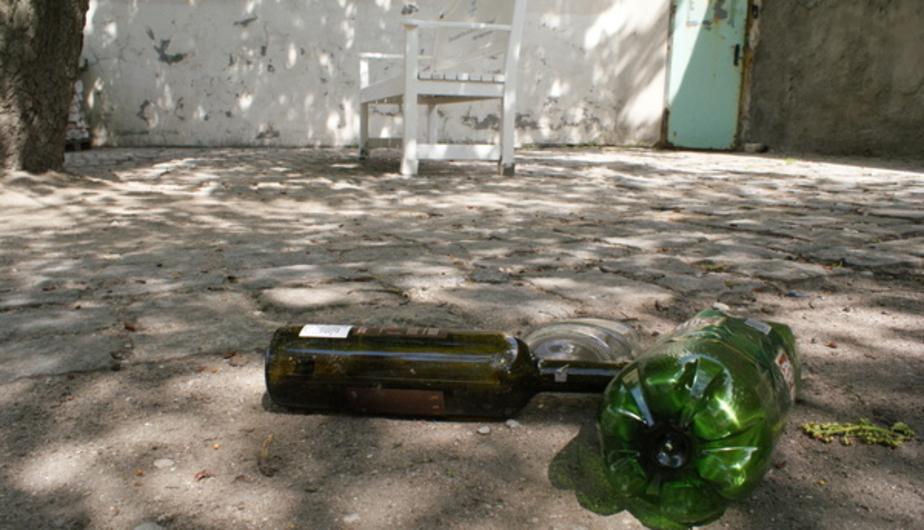 В Калининграде полицейские нашли грабителя, сняв отпечатки пальцев с оставленной им бутылки