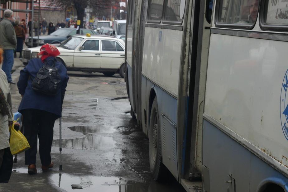 Калининградка выпала из автобуса и ударилась головой, родные ищут очевидцев  - Новости Калининграда