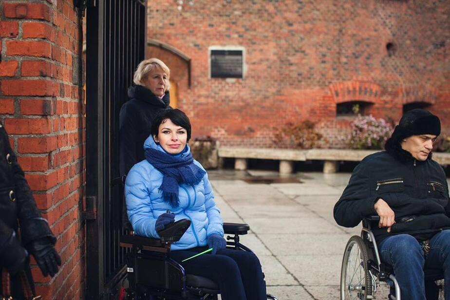 Калининградка стала первым в России гидом в инвалидной коляске и начала проводить экскурсии