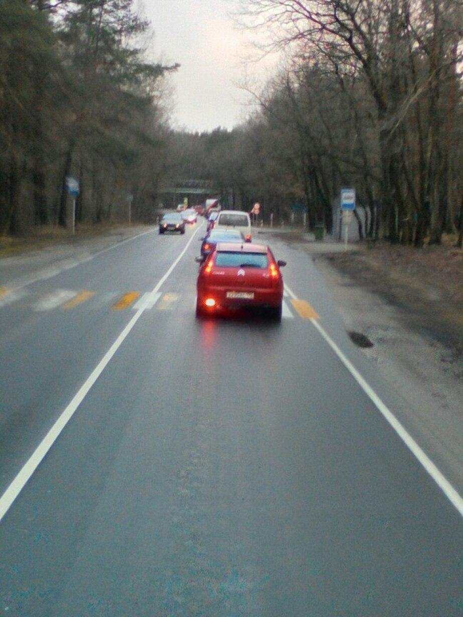 Очевидцы: на Балтийской трассе из-за сломанного грузовика образовались пробки  - Новости Калининграда