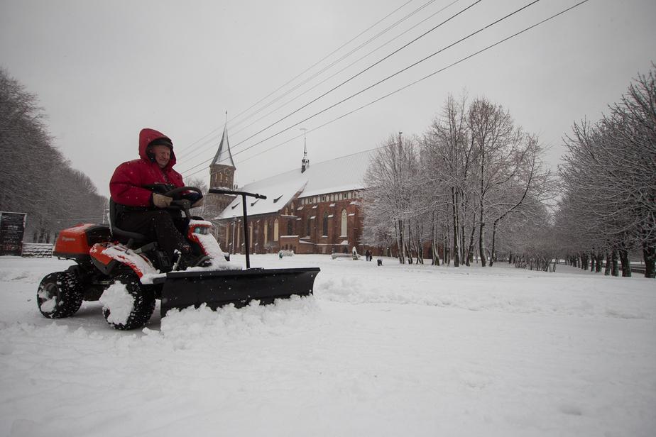 Мэрия: калининградские дворники в снегопад не хотят выходить на работу