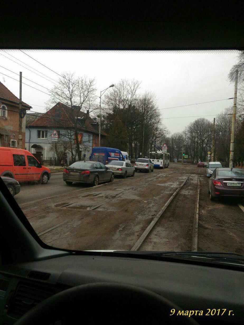 На проспекте Победы в ДТП попали два микроавтобуса, образовались пробки - Новости Калининграда