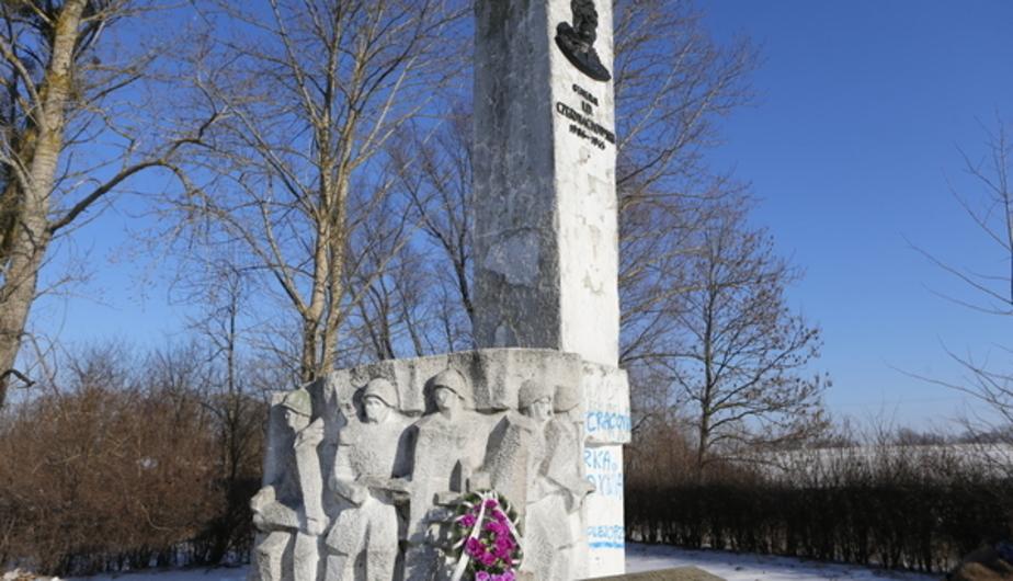 Демонтированный в Польше памятник Черняховскому отправят почтой в Челябинск