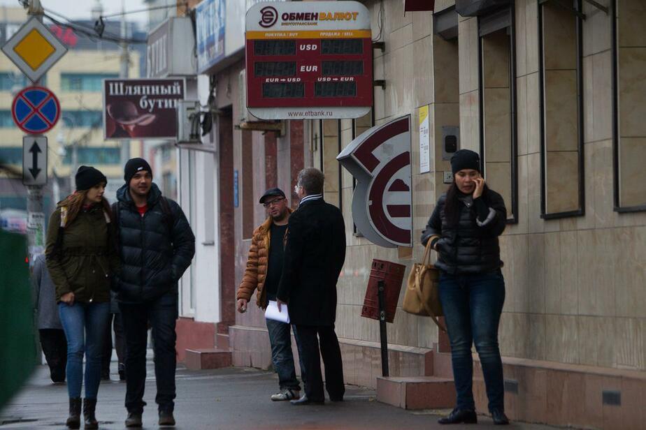 Доллар подешевел на три рубля, евро - на четыре - Новости Калининграда