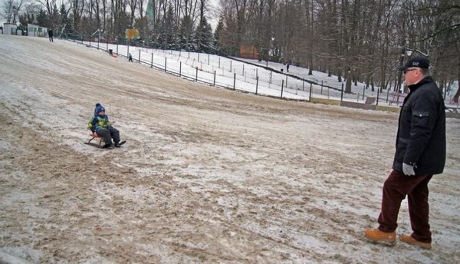 """""""Да ладно?"""": Ярошук пообещал разобраться с засыпанной песком снежной горкой в парке"""