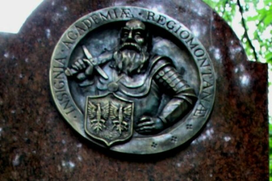 В Калининграде бомж едва не сжег памятник немецким ученым - Новости Калининграда