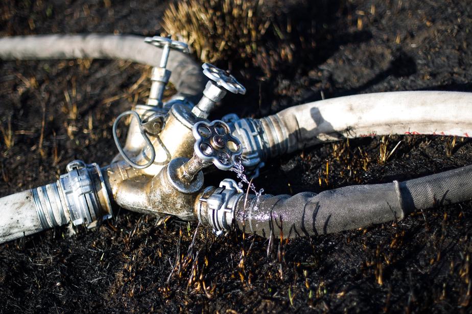 В Краснознаменске из горящего дома вынесли два газовых баллона