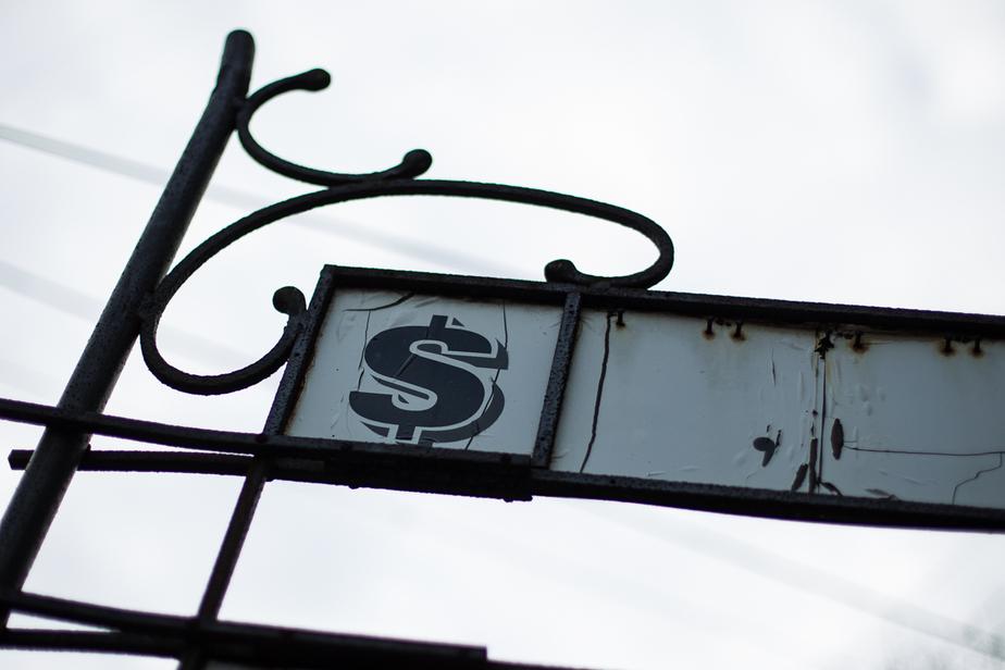 За полчаса доллар подешевел на 70 копеек  - Новости Калининграда