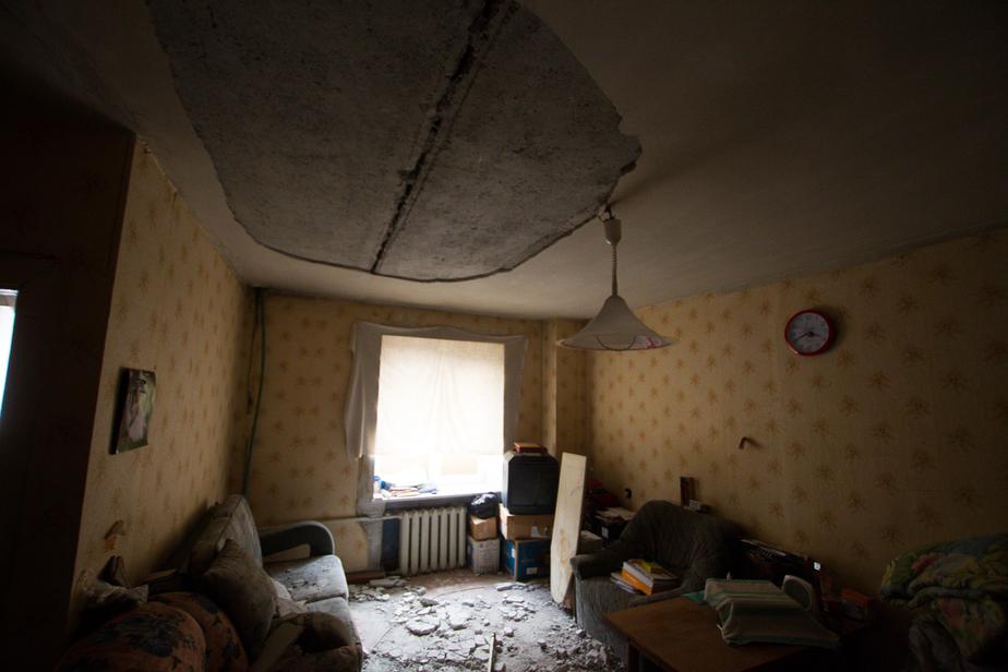 Мэрия: крышу дома, который ремонтируют к ЧМ-2018, доделают в декабре, жильцам компенсируют убытки - Новости Калининграда