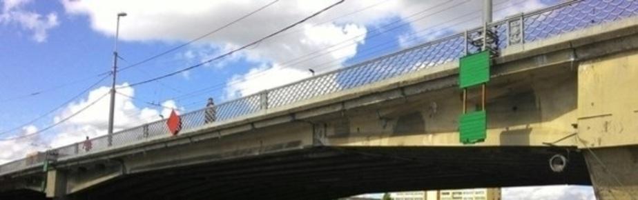 Полиция: 61-летняя женщина пыталась спрыгнуть с эстакадного моста в Калининграде