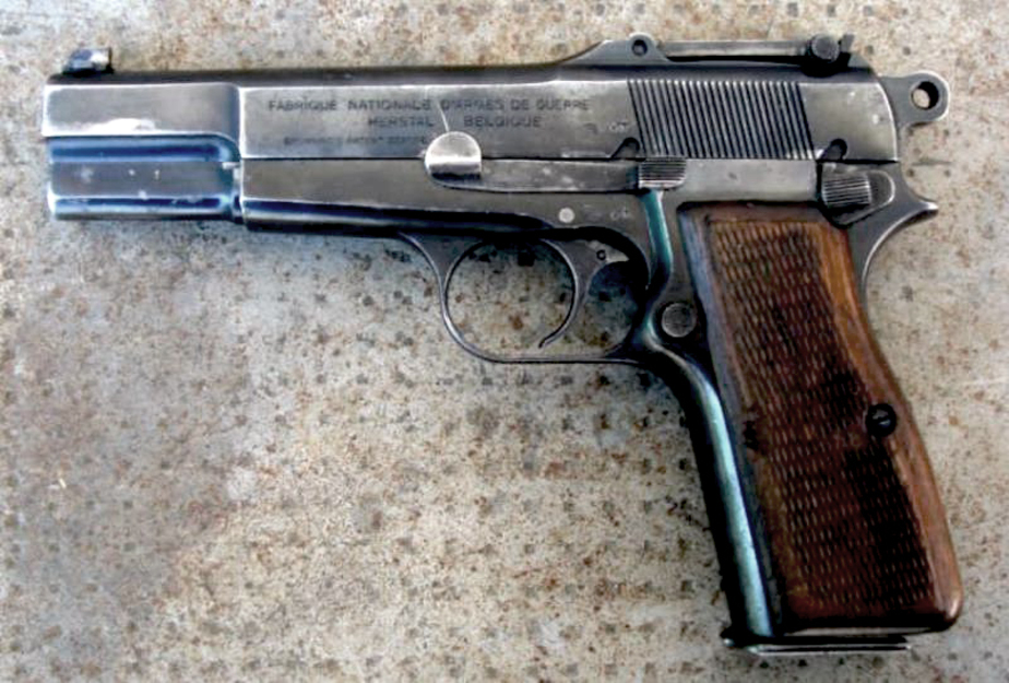 "Калининградка ""нашла"" пистолет во дворе и спрятала дома - Новости Калининграда"