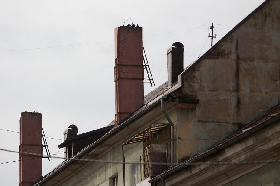 Калининградка отсудила 100 тыс. руб. у управляющей компании за протекающую кровлю  - Новости Калининграда