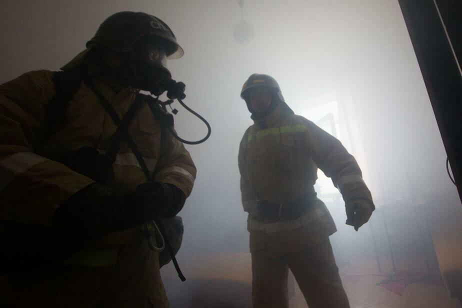 В Краснознаменске при пожаре в офисном здании полностью выгорела одна из комнат   - Новости Калининграда
