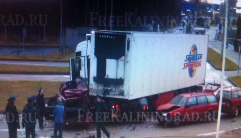 У грузовика, протаранившего машины на калининградской границе, отказали тормоза - Новости Калининграда