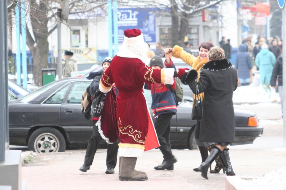 Снегурочки стали зарабатывать больше Деда Мороза - Новости Калининграда