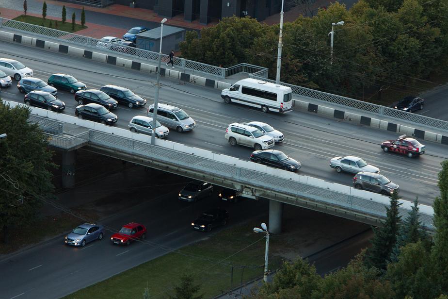 На Ленинском проспекте образовались пробки из-за неработающих светофоров - Новости Калининграда