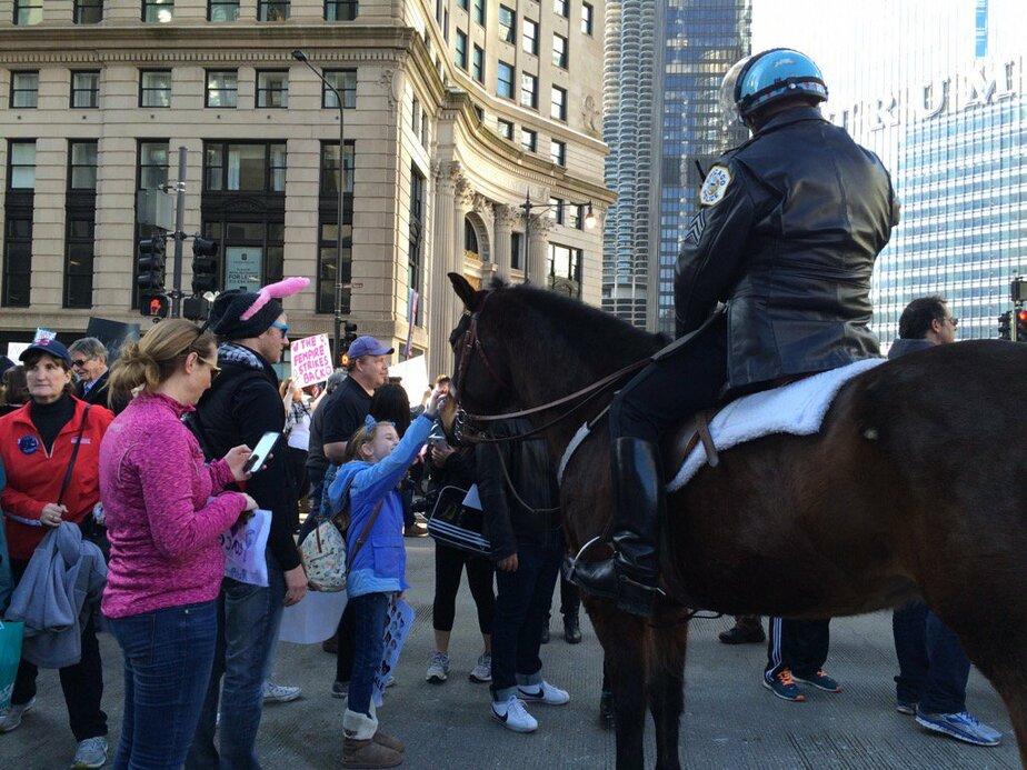 Глава МВД США прибыл на работу в ковбойской шляпе верхом на лошади - Новости Калининграда