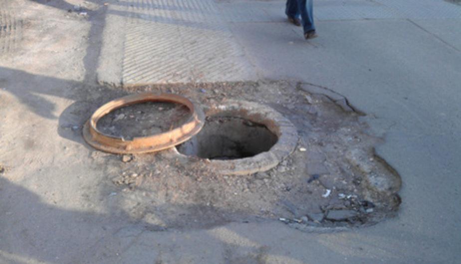 Монтажник украл у себя на работе канализационные люки - Новости Калининграда