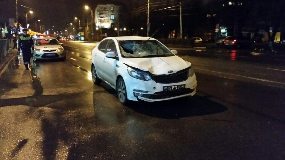 Ночью на ул. Черняховского автомобиль KIA сбил двух пешеходов - Новости Калининграда