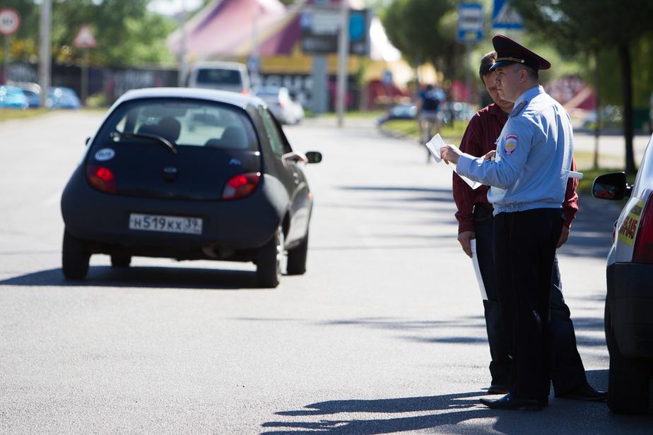 В ГИБДД пояснили, зачем в выходные на выездах из Калининграда стояли патрули  - Новости Калининграда
