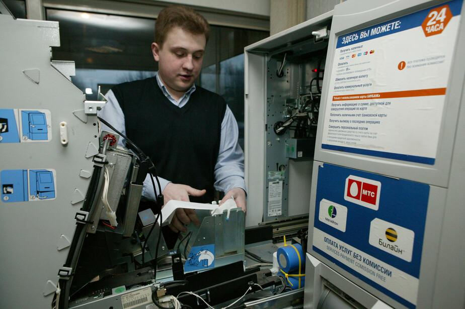 Эксперты: за снятие наличных в банкоматах россиянам придется платить комиссию   - Новости Калининграда