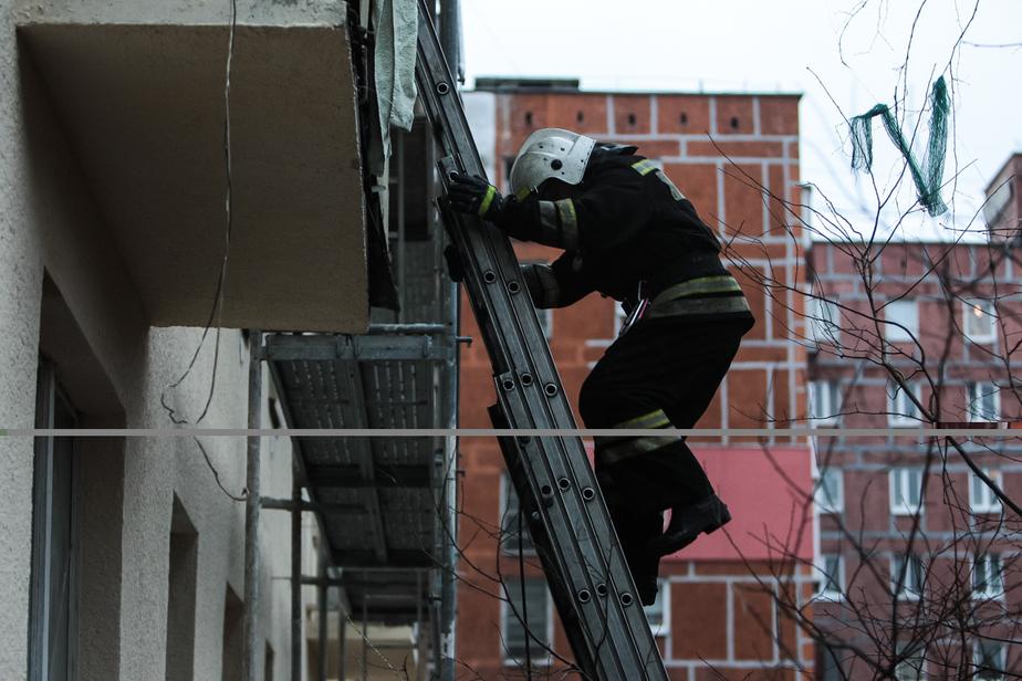 В Калининграде загорелся балкон в жилом доме - Новости Калининграда